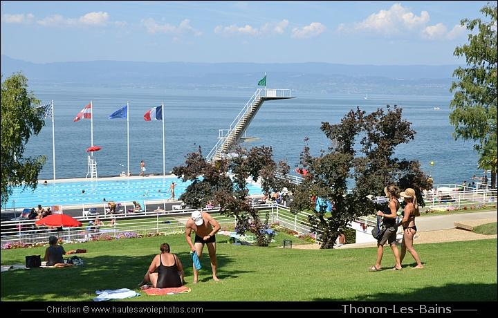 74200 thonon les bains au bord du lac l man en haute savoie for Piscine de thonon